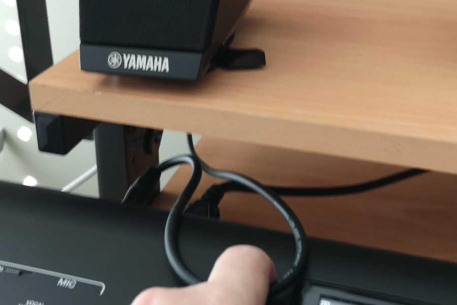 yamaha genos satellite speaker placement